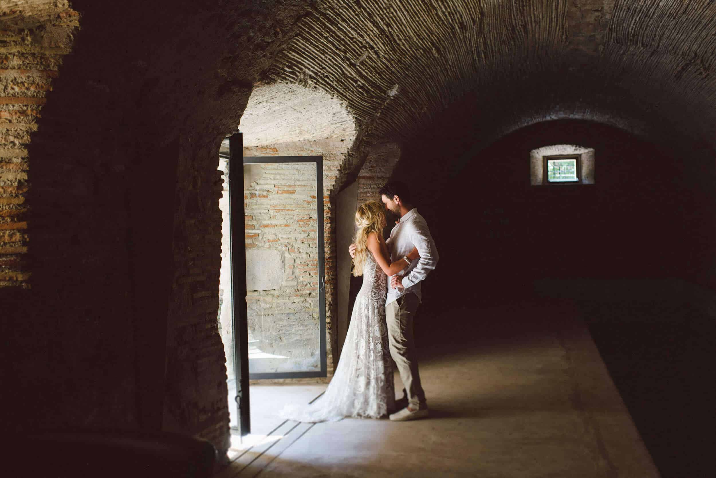 pareja patio de armas bodas castillo cortal gran