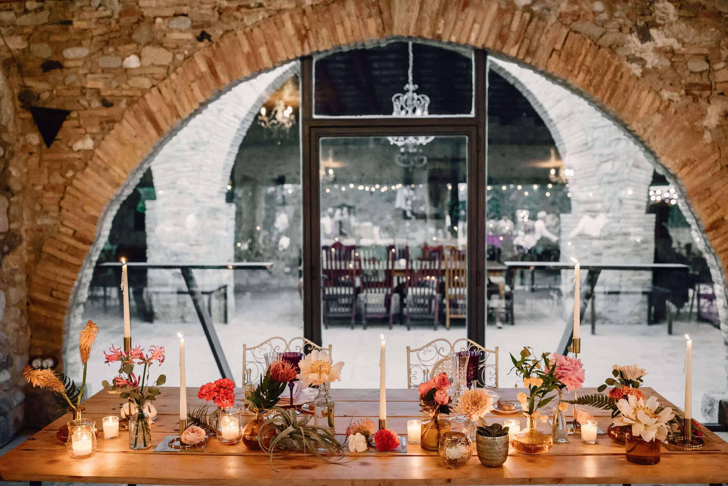 sala de decoració d'arcs casaments castell Cortal gran