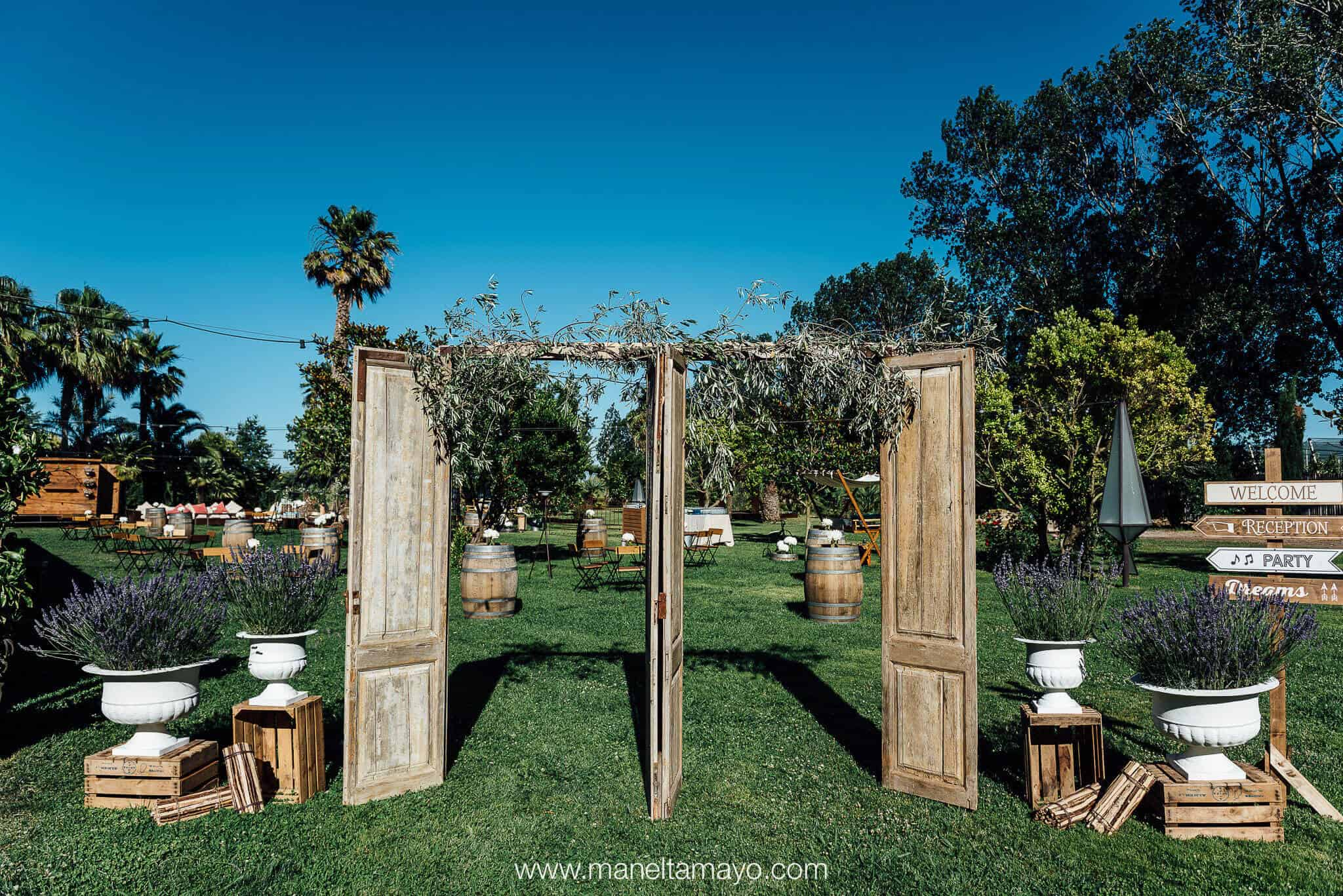 large cut-cut castle wedding garden decoration